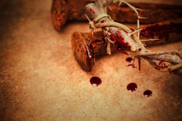 ¿Por qué algunas versiones bíblicas minimizan la sangre de Cristo?